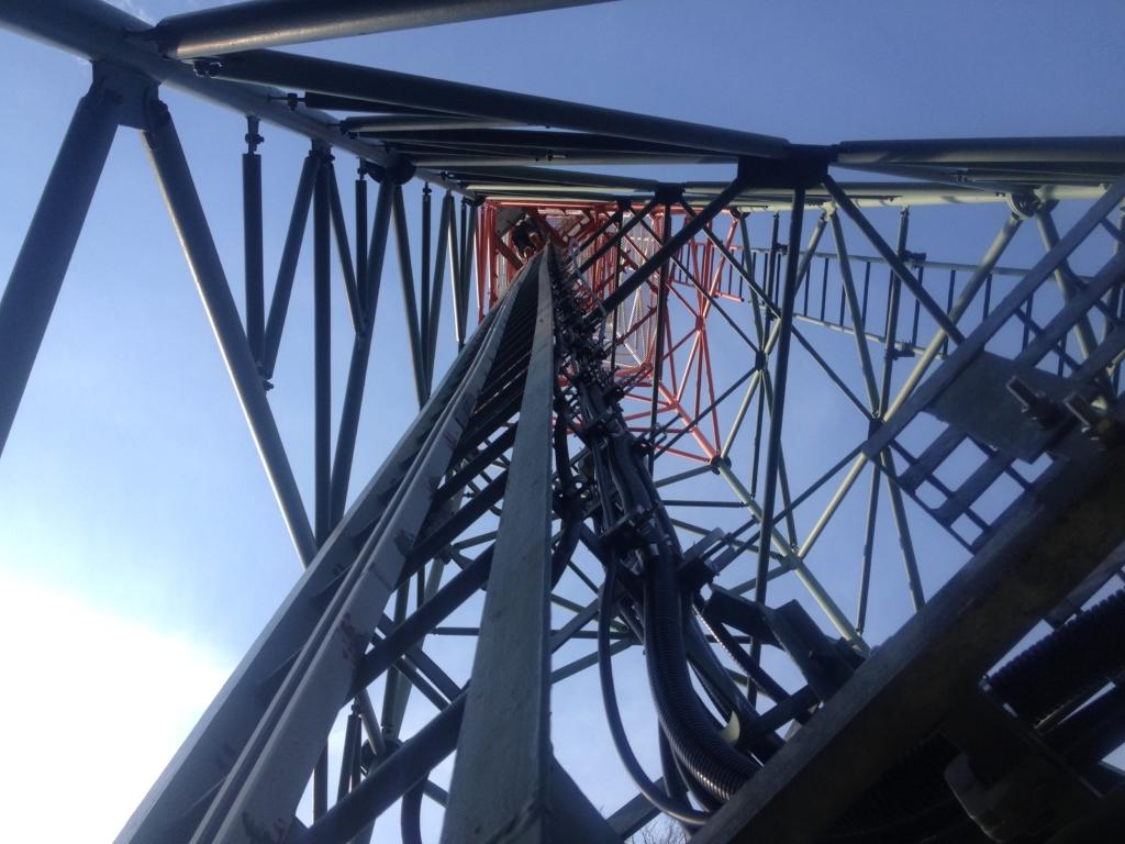 Tažení kabeláže na stožáru